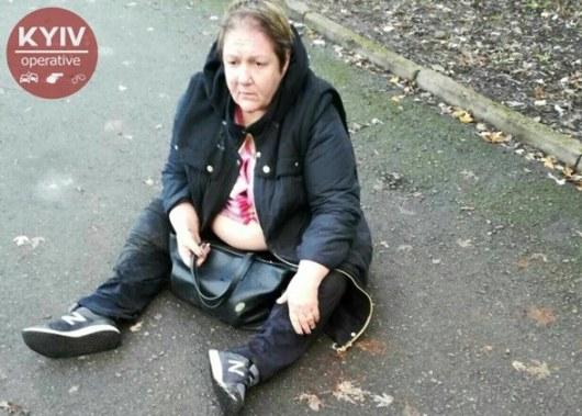 ВКиеве пьяная женщина выпала из-за руля авто и заснула